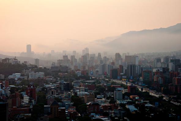 Caracas al atardecer, de Raul Sojo Montes