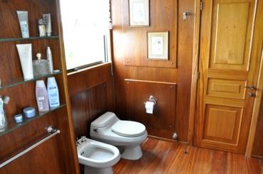 Baño de la habitación secundaria