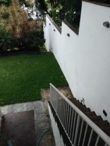 Escaleras al jardin